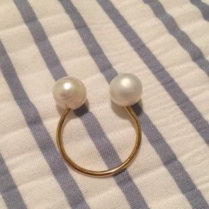 Jewelry - Flexible faux pearl costume ring